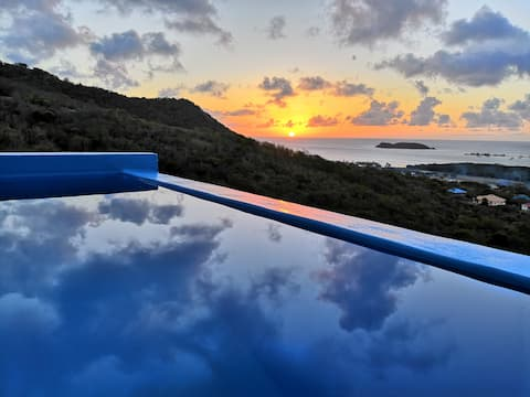 Amazing view, spacious room in modern villa!