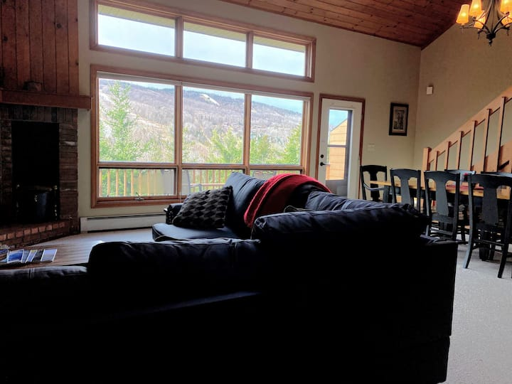 MWP9: Cozy and comfortable Bretton Woods condo with ski slope views, and wood fireplace. PROFESSIONALLY MANAGED!