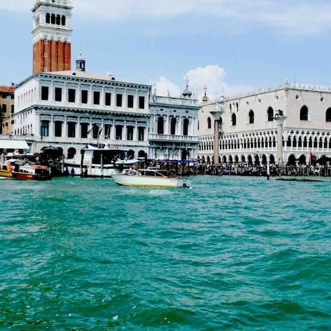 B&B SPINEA REACH VENICE city in 15 MIM by train