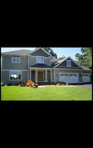 5br with hot tub! Minuets from MOA! - Haus