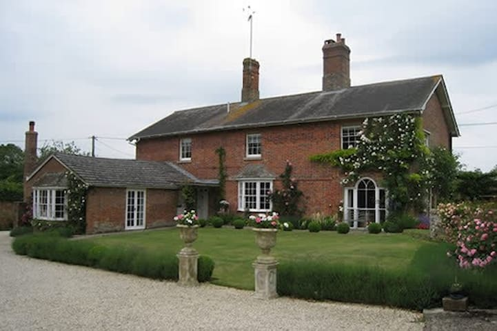 Wiltshire Georgian Farmhouse Double & Twin - Marlborough - Inap sarapan
