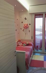 Privat Einzelzimmer Doppelzimmer und Bad geteilt - Desenzano del Garda - Apartmen