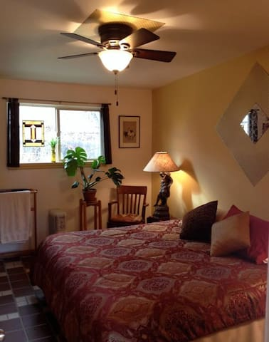 Horsethief Room in TheLaunchPad Bed and a Bagel - Moab - Penzion (B&B)