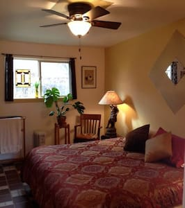 Horsethief Room in TheLaunchPad Bed and a Bagel - Moab - Bed & Breakfast