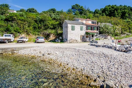 Kamena kuća s dvije sobe, na plaži, Donja Krušica