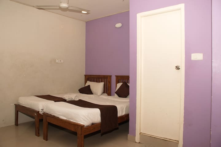Couple Friendly Rooms in Perungudi