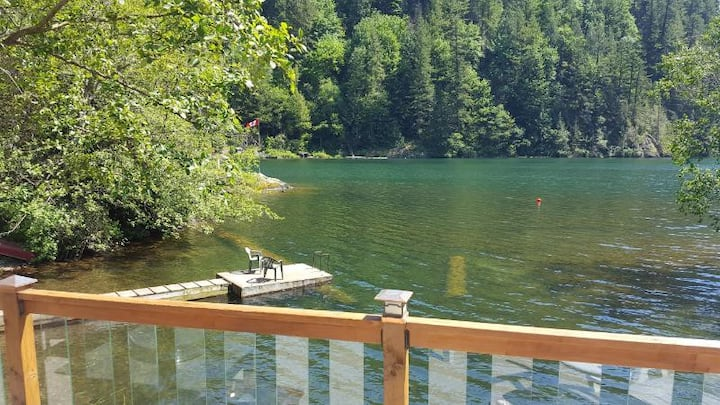 Waterfront Cottage on Lake Errock