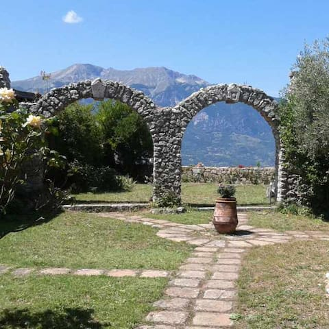 Vacation Rental House with Garden in Abruzzo - Civita D'antino - Rumah
