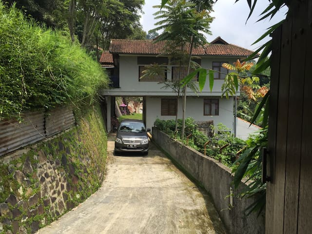 Pagerwangi Villa, 4 BR - Dago Giri