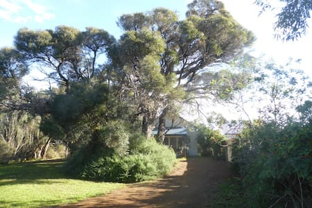 3 BR Cottage in bush setting by sea - Kingscote
