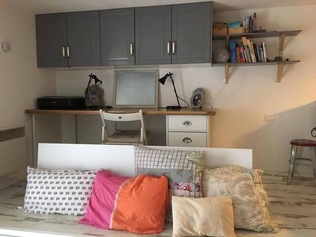 Charmant studio avec balcon en rez de jardin - Avignon - Appartement