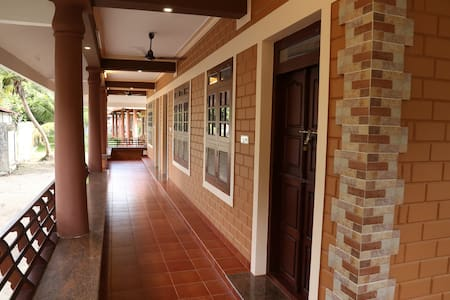 Deluxe Family Room With 3 Bed - Alappuzha