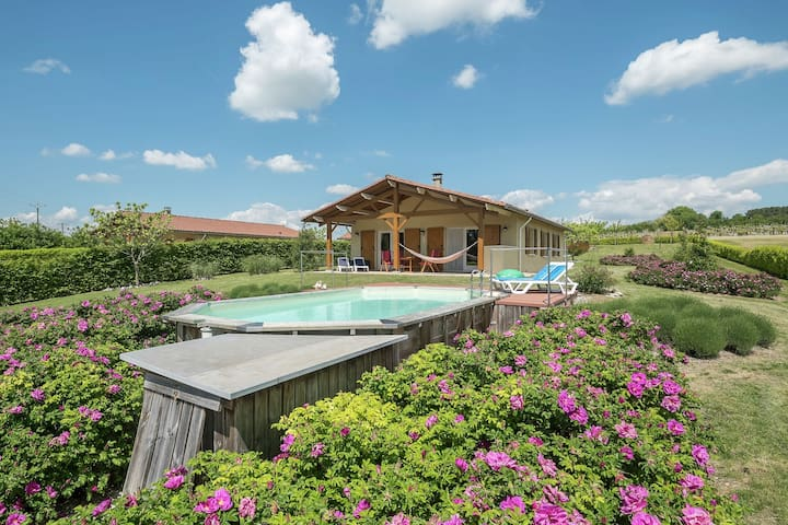 Cozy Holiday Home in Sadillac with Private Pool