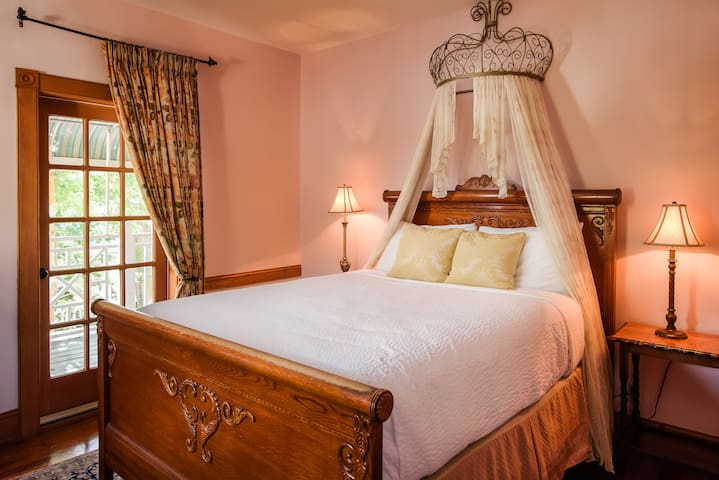 Heirloom Suite - Sweetwater Branch Inn
