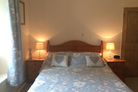 Double/twin en-suite room in Cornish Farmhouse B&B - Pensilva - Bed & Breakfast