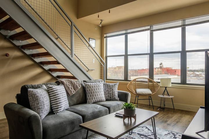 Historic 2BR Apt in Downtown