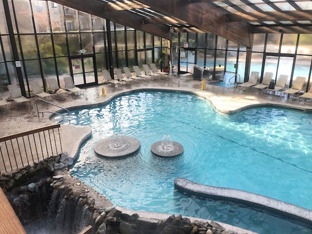 Great Gorge 3 BR 2BA FREE spa,  1 hour to NY City