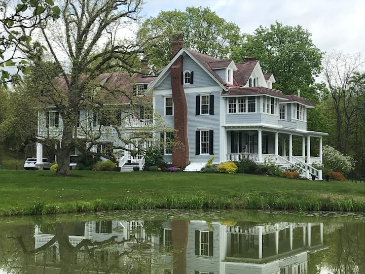 Suite in Historic Mansion Right off NYS Thruway