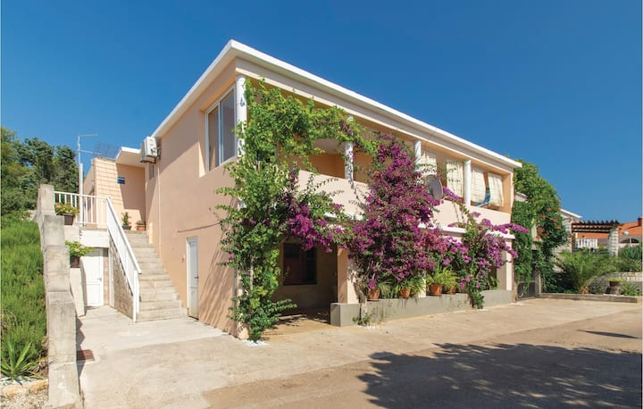 Nice home in Cara with WiFi and 2 Bedrooms