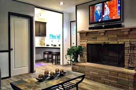Spacious & Modern Biltmore Studio - Loft