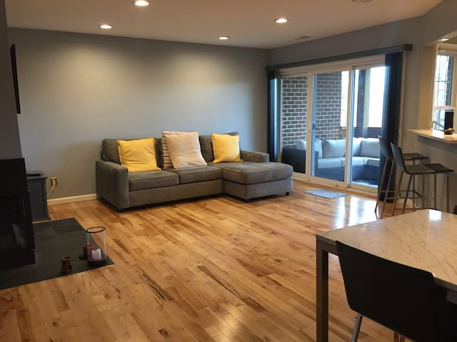 Modern Ambience with Lake Access - Reston - Departamento