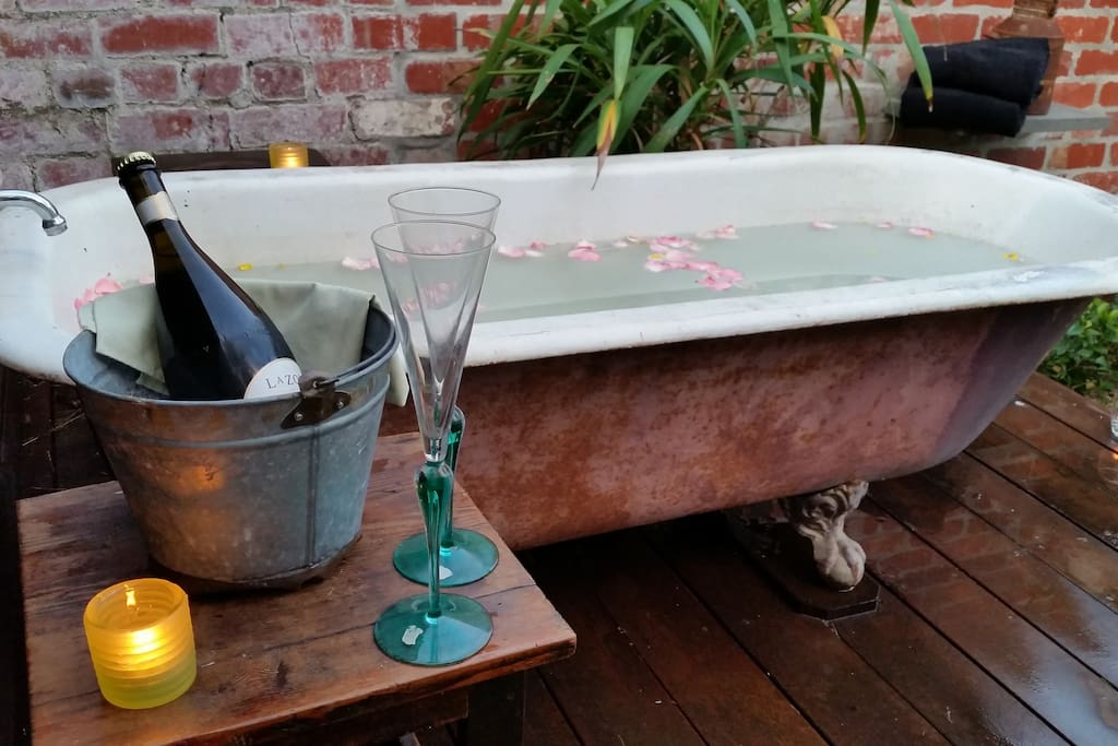 A bath beneath the stars with hot water and cold champagne