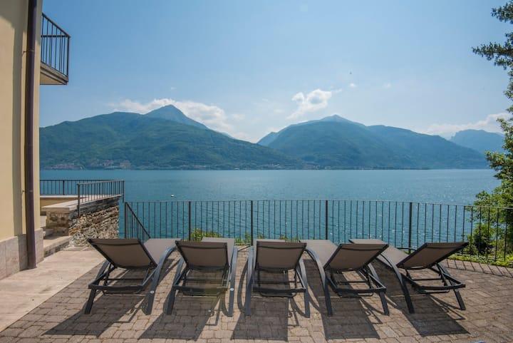 Casa Sole: Unique lakefront villa on Lake Como!