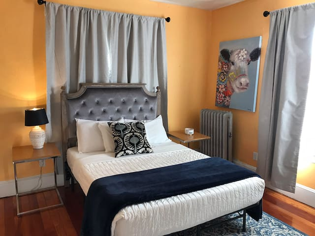 Private room in PVD perfect for month to month