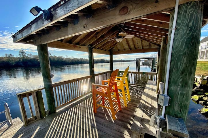 Coastal Retreat on Waterway near Beaufort, NC