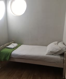 Spare room in Greenwich - Greater London