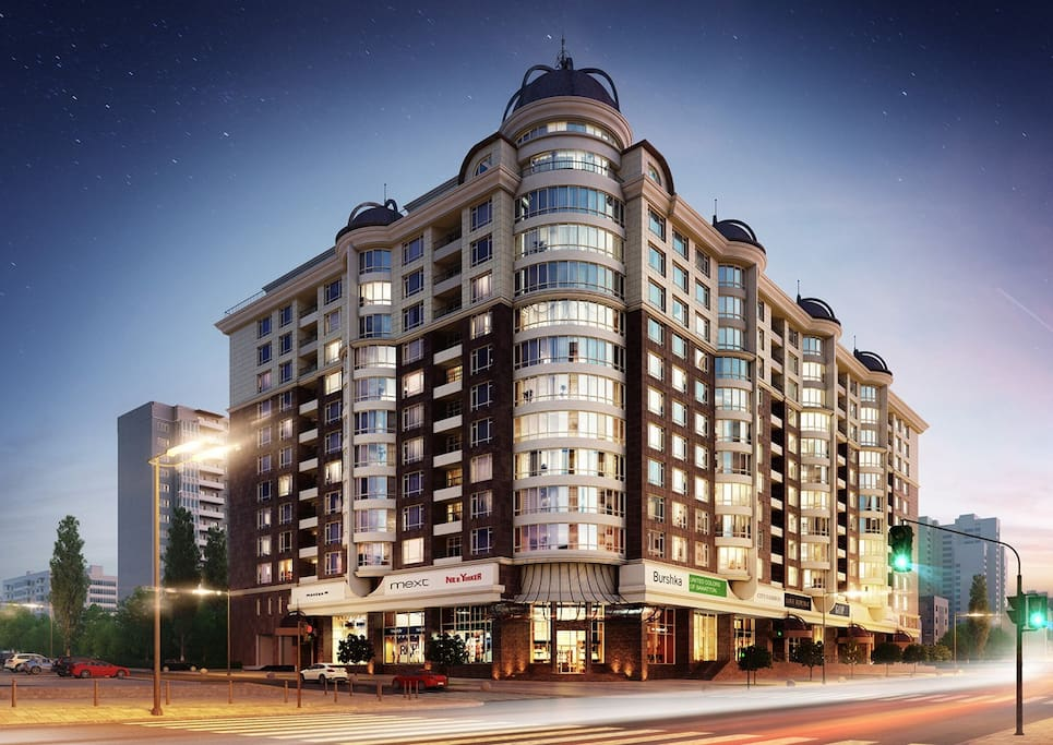 This luxurious building is located in a safe area of the city