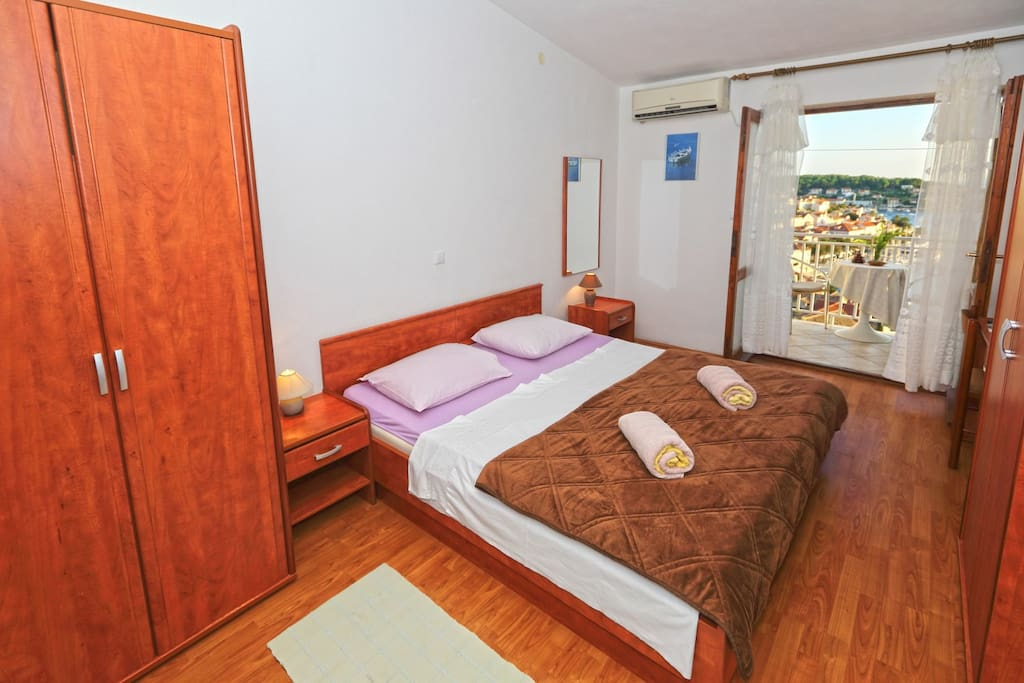 bedroom with a double bed with a direct access to the terrace