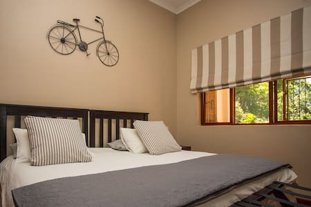 Dirtopia Trail Lodge -Room 1 - Stellenbosch