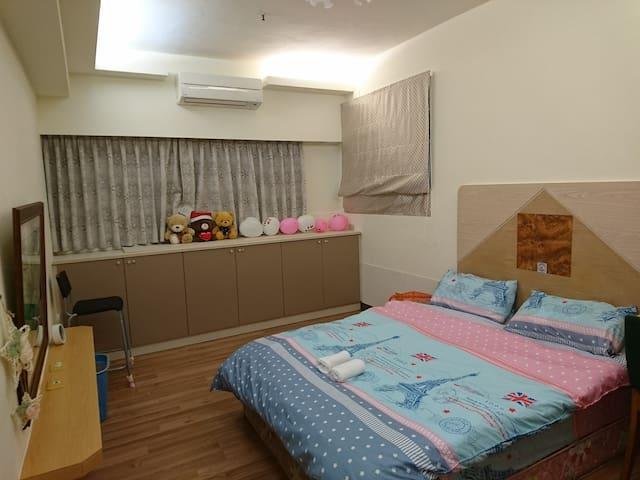 寬敝大房間 Double bed 188*153CM 標準雙人床
