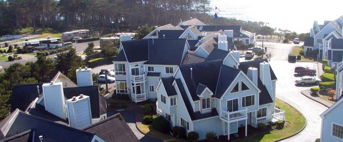 1 Bedroom & Loft Schooner Landing -peek ocean view