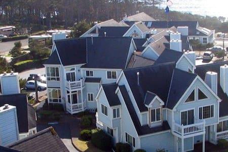 1 Bedroom & Loft Schooner Landing -peek ocean view - Ньюпорт - Квартира