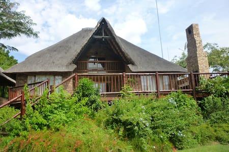 Upmarket Golf Lodge - Hazyview - Dom