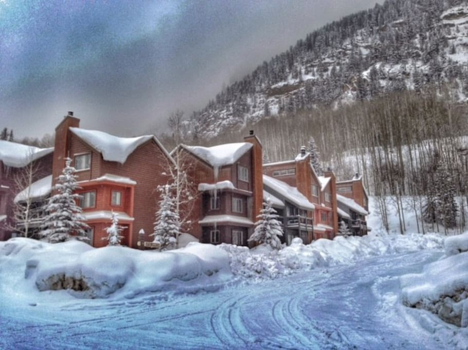 Winter wonderland just two minutes from the ski resort!