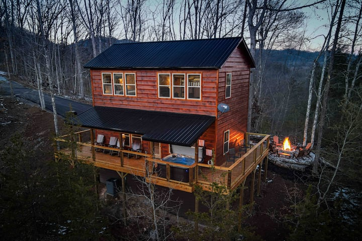 🔥BRAND NEW! Views, Fire Pit, Hot Tub, Seclusion