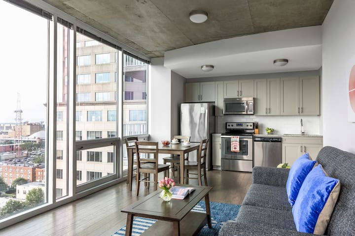 Hip Two Bed at SkyHouse Uptown