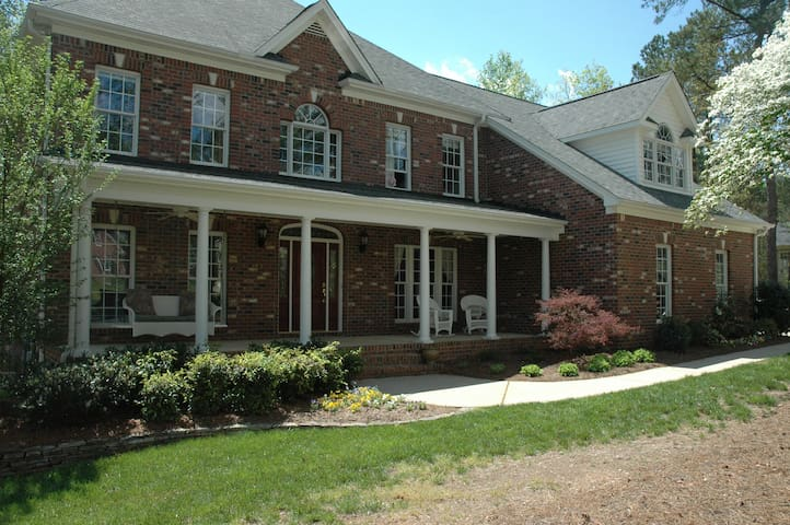 Sleeps 10 house near downtown - Apex - Hus