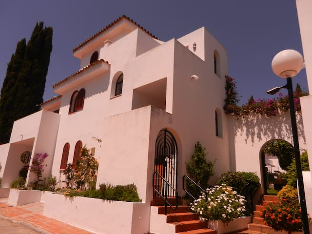 Family Townhouse in New Golden Mile - Estepona - Rumah