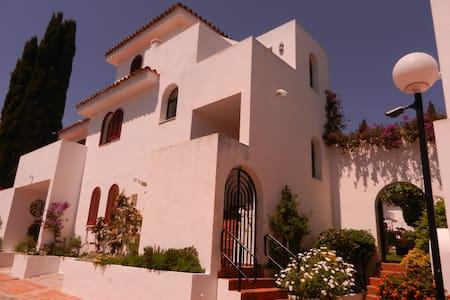 Family Townhouse in New Golden Mile - Estepona - Ház