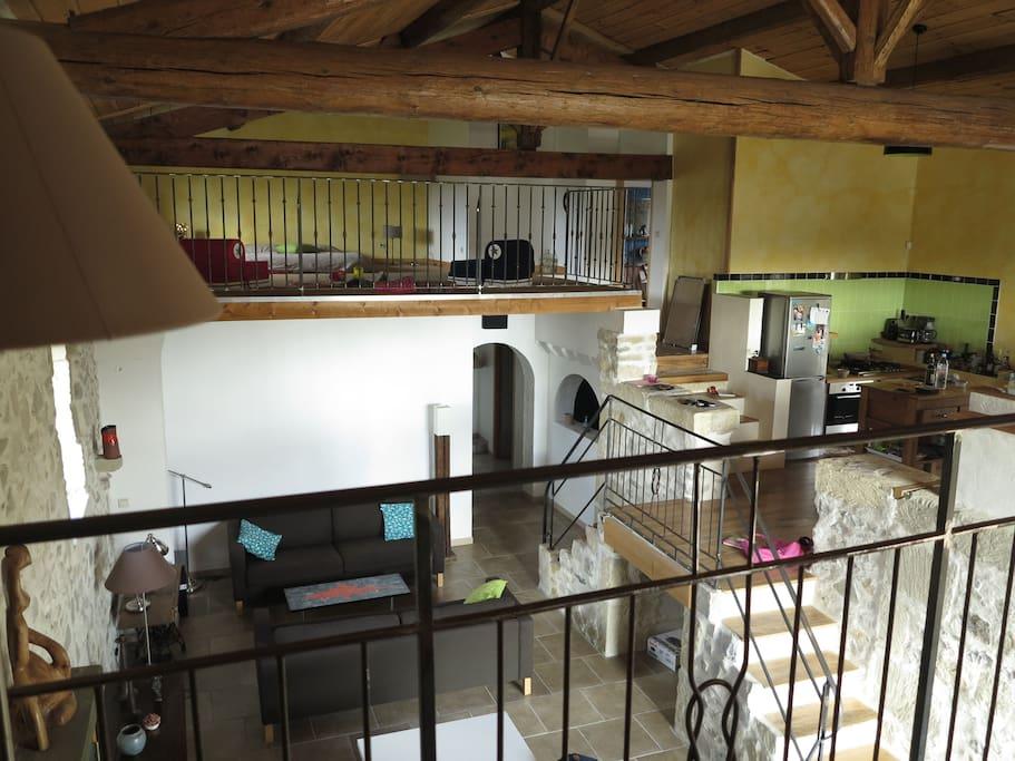 maison style loft avec nombreuses mezzanines