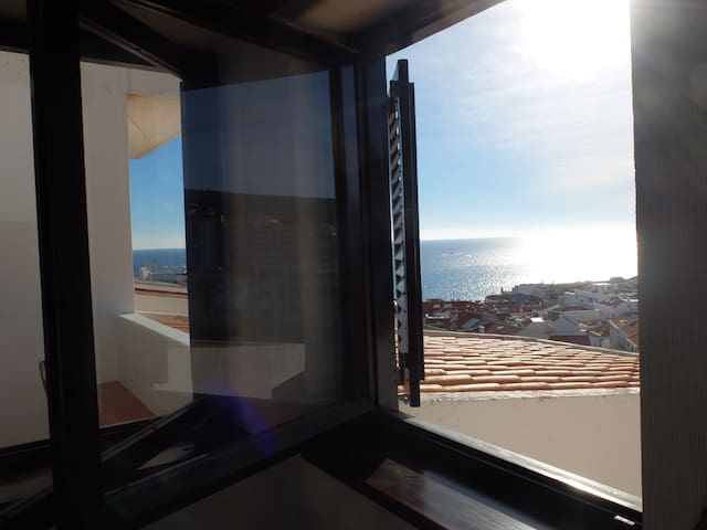 Sunny Apartment in Sesimbra over the Atlantic