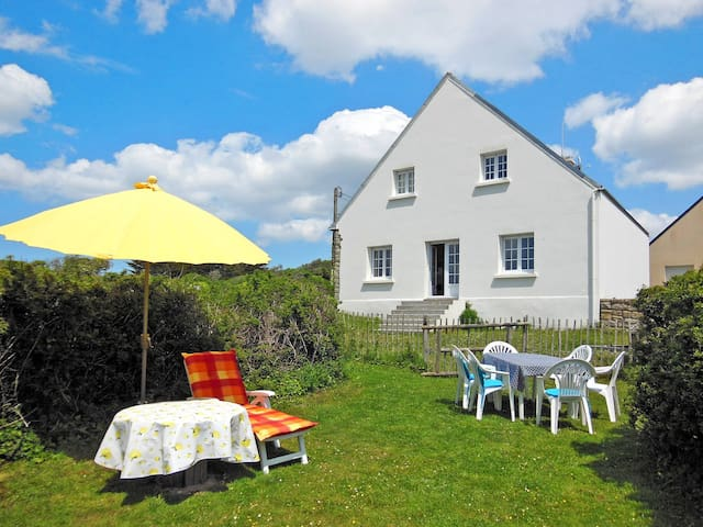 Holiday home in Esquibien for 6 persons