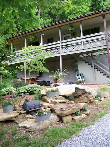 Creekside apartment by mount Pisgah - Candler - Appartement