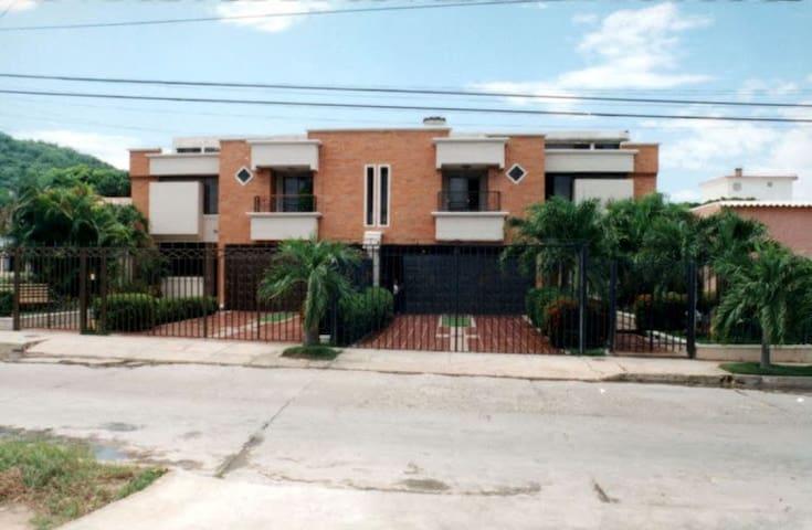 CASA PARA FESTIVAL VALLENATO REY DE REYES 2017 - Valledupar - House