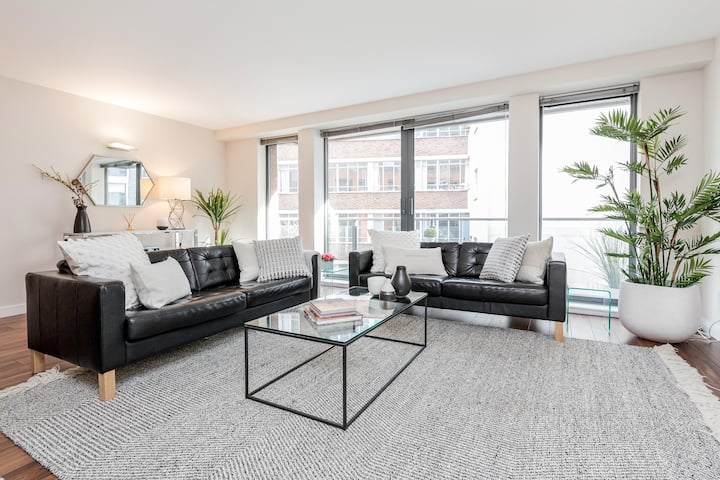 Stunning Oxford Street 2 Bed 2 Bath Apartment