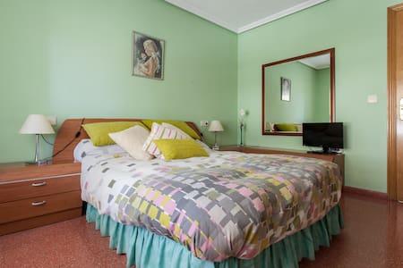Habitación céntrica + baño privado - Alicante - Bed & Breakfast